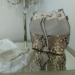 NWT Gorgeous Michael Kors Large Bucket Bag